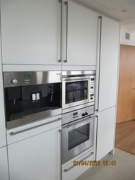 Thumbnail 1 bed flat to rent in No. 1 West India Quay, Hertsmere Road, Docklands, London