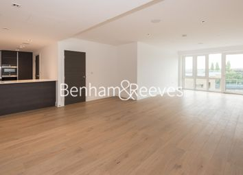 Thumbnail 3 bed flat to rent in Kew Bridge Road, Brentford