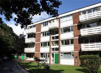 2 bed flat to rent in Petworth Court, Bath Road, Reading, Berkshire RG1