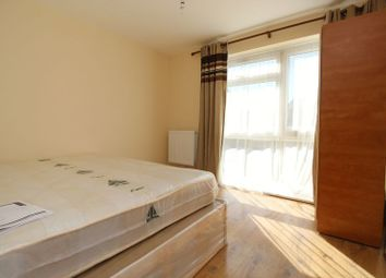 3 bed flat to rent in Granville Road, Wood Green N22