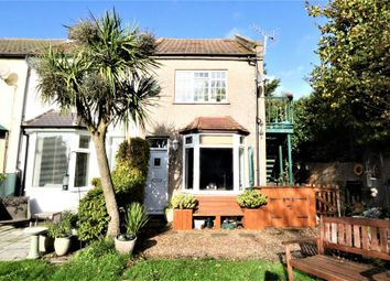 Thumbnail 1 bed flat to rent in Malvern Road, Grays
