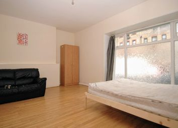 3 bed flat to rent in Shenley Road, Camberwell, London SE5