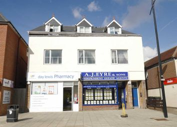 Thumbnail 2 bed flat to rent in London Road, Waterlooville