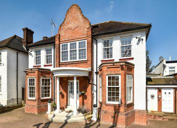 Beechwood Avenue, Finchley N3. 4 bed detached house