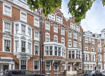 Embankment Gardens, London SW3. 2 bed flat for sale