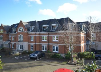 Thumbnail 2 bed flat to rent in Shortheath Road, Farnham, Surrey