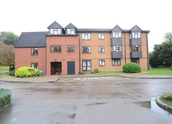 Thumbnail 2 bedroom flat for sale in Crescent Dale, Shoppenhangers Road, Maidenhead
