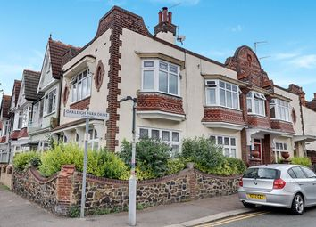Pall Mall, Leigh-On-Sea SS9. 3 bed flat