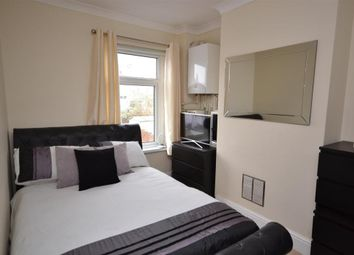 Thumbnail 1 bed flat to rent in Crossways Avenue, East Grinstead