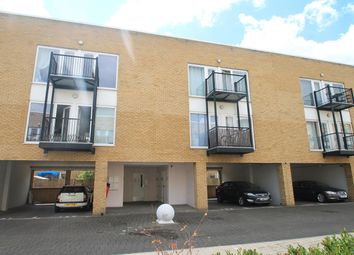 2 bed flat to rent in Romulus Road, Gravesend DA12