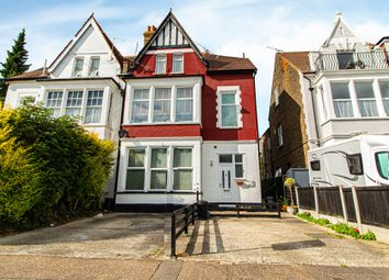 Finchley Road, Westcliff-On-Sea SS0. 3 bed maisonette