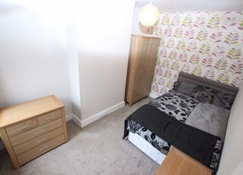 Thumbnail Room to rent in Curzon Street - Room 3, Reading