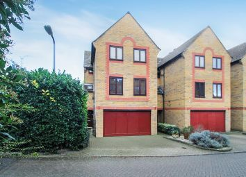 5 bed detached house to rent in Standring Place, Aylesbury HP20