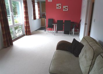 Thumbnail 2 bed flat to rent in Meadow Way, Caversham, Reading, Berkshire