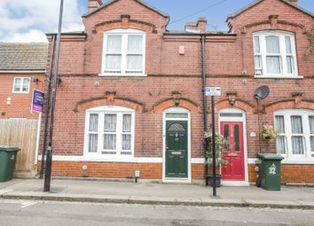 Barge House Road, London E16. 3 bed end terrace house