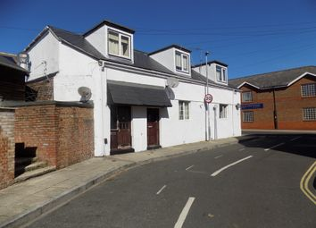 2 bed flat to rent in Clarendon Road, Southsea PO5