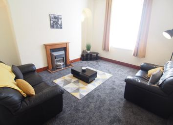 2 bed flat to rent in King Street, Flat H AB24