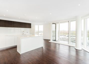 Thumbnail 3 bedroom flat for sale in Kew Bridge Road, Brentford