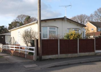 2 bed mobile/park home for sale in Martins Park, Sandy Lane, Farnborough GU14