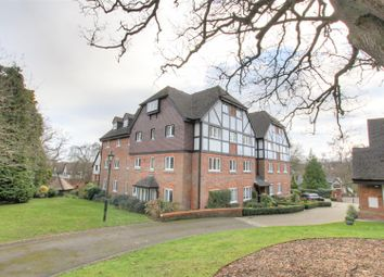 Thumbnail 2 bed flat to rent in Graemesdyke Road, Berkhamsted