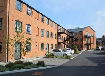Thumbnail 2 bedroom flat for sale in Oakridge Road, High Wycombe