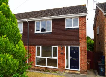 3 bed property to rent in Stonewold Close, Kingsthorpe, Northampton NN2