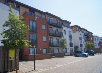 Thumbnail 2 bed flat to rent in Southern Road, Camberley