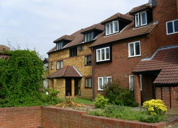 1 bed flat to rent in Edgware, Middlesex HA8
