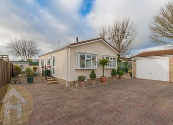 2 bed mobile/park home for sale in Lillybrook Estate, Lyneham, Chippenham SN15