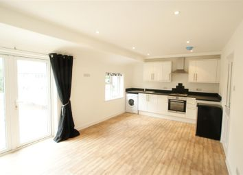 1 bed flat to rent in Molesey Road, Hersham, Walton-On-Thames KT12