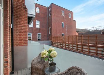Thumbnail 2 bed flat for sale in High Street, Maidenhead