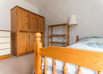 Thumbnail Room to rent in Langton Avenue, Epsom, Surrey