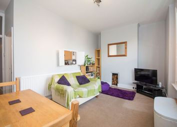 Thumbnail 1 bed flat to rent in Larkhall Rise, Clapham