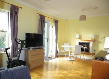 2 bed flat to rent in Glebe Court, Rainhill Way, Bow E3