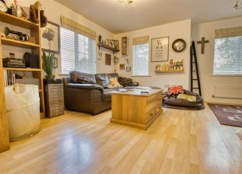 Bennington Drive, Borehamwood WD6. 2 bed flat
