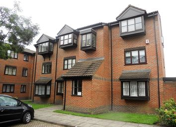 Thumbnail 1 bed flat to rent in Gladbeck Way, Enfield