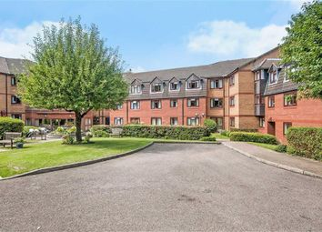 Thumbnail 2 bed flat for sale in Crescent Dale, Maidenhead, Berkshire
