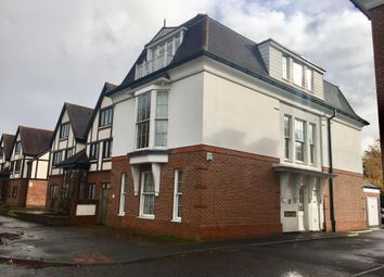 Thumbnail 2 bed flat to rent in Warwick Road, Beaconsfield
