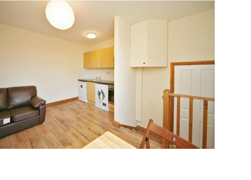 Thumbnail 1 bed flat to rent in Uxbridge Road, Shepherd's Bush