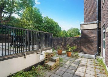 2 bed flat to rent in Marlborough Place, London NW8