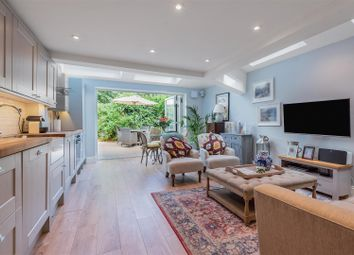 Rothschild Road, London W4. 2 bed flat