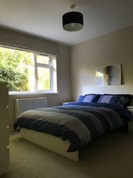 Thumbnail Room to rent in Room In 2B Flat, Central Reading