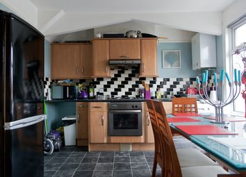 Thumbnail 2 bed flat to rent in Clifton Rd, London