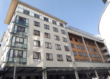 2 bed flat to rent in Cathedral Walk, Bristol BS1