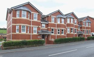 Thumbnail 2 bed flat to rent in Flat 17 Oakridge Court, Wellington Road, Llandrindod Wells, Powys