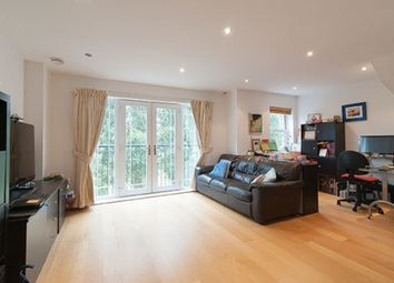 2 bed maisonette to rent in Barker Close, Kew, Richmond TW9