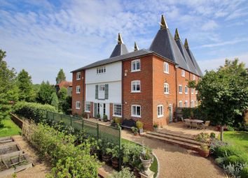 Thumbnail 6 bed property for sale in Salters Cross, Vicarage Road, Yalding, Kent