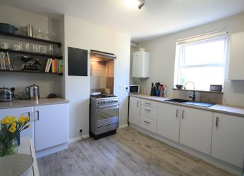 Thumbnail 2 bed flat for sale in Zinzan Street, Reading