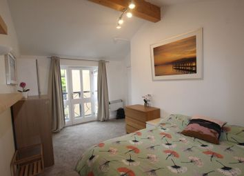 Room to rent in Grove Street, London SE8