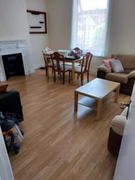 3 bed flat to rent in Melbourne Road, Ilford IG1